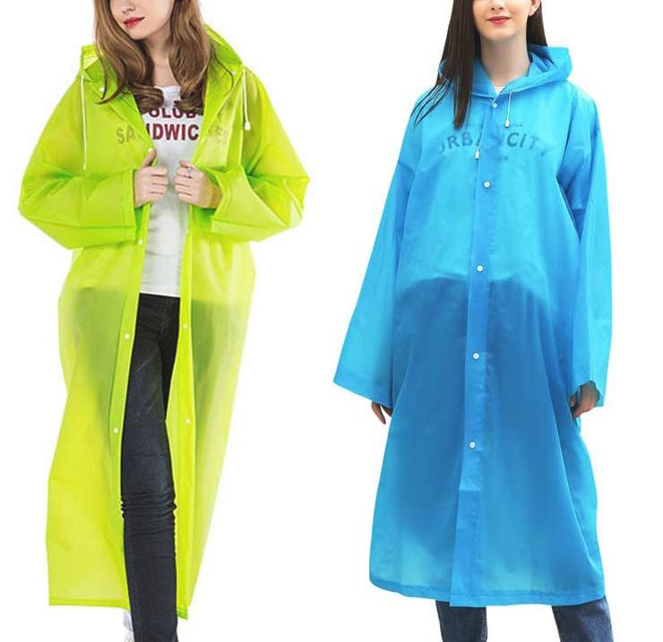 Chubasquero transparente de colores con capucha para la lluvia